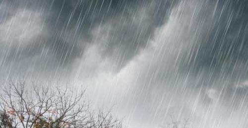 tetesan hujan deras