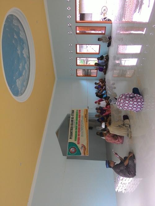 Pembagian Zakat dan Shodaqoh Kepada 20 fakir dan miskin di masjid Ittiba'us-Sunnah desa Gondangsari, Juwiring, Klaten